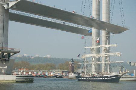 The tall ship, The Belem, passing under the Pont Gustave Flaubert in April 2007. Image credit: Pierre Albertini.