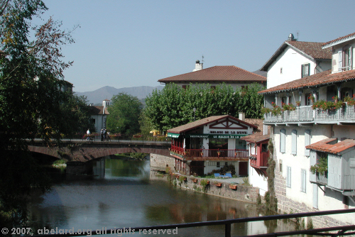 Saint Jean Pied de Port, basque houses by the river