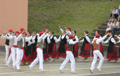 Basque dancing at Souraide