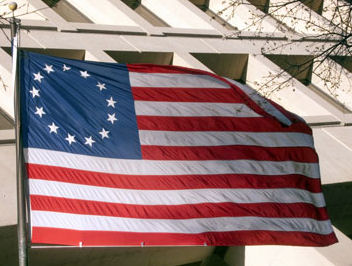 Betsey Ross Stars and Stripes flag. Image: mapsofworld.com