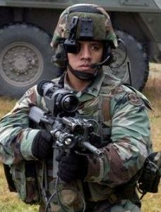 Soldier with hi-tech equipmant. Image credit: defensetech.org
