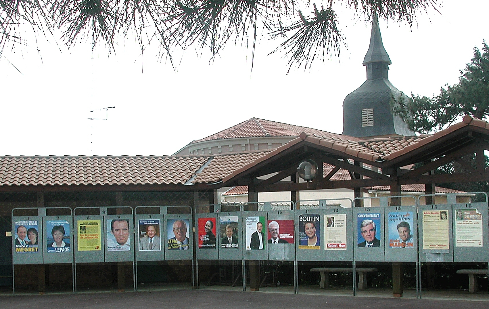 Posters for the 2002 Presidential elections