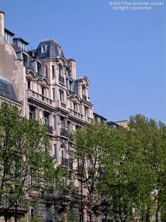 A Victorian house in Paris' 8th arrondissement, seen from near the Eiffel Tower. Image credit: the auroran sunset