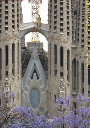 Antoni gaudi architecture in barcelona spain zone at for Antoni gaudi sagrada familia architecture